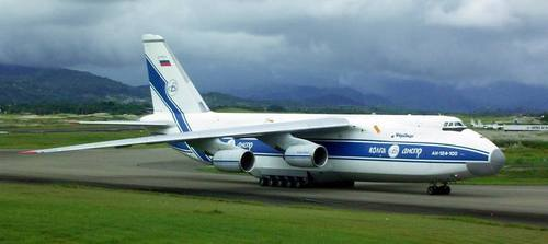 آنتونوف-۱۲۴ An-124 معروف به کندور Condor یک هواپیمای غیرنظامی ساخته شرکت آنتونوف کشور اوکراین است. طراحی این هواپیما از اواخر دهه هفتاد میلادی شروع شد و نخستین پرواز آن در آوریل ۱۹۸۲ انجام شد. کاربرد تجاری آن از سال ۱۹۸۶ شروع شد. تا پیش از ساخت ایرباس آ-۳۸۰ این هواپیما بزرگترین هواپیمای با تولید انبوه جهان به حساب میآمد.