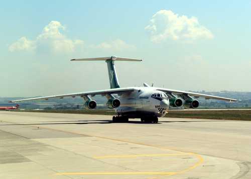 هواپیمای ایلوشین 76 یا کاندید(اسمگذاری ناتو)هواپیمای ترابری و چند منظوره استراتژیک و 4موتوره ای است که در سال 1967 به عنوان یک هواپیمای باربری در نظر گرفته شده بود و به عنوان جایگزینی برای هواپیمای آنتونوف 12 محسوب می شود.این هواپیما اصلا به منظور انتقال ماشین آلات سنگین به دورترین و فقیر ترین مناطق روسیه طراحی شده بود.