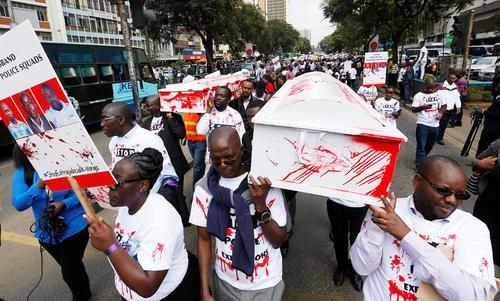 اعتراض نمادین فعالان حقوق بشر به قتل یک وکیل حقوق بشری در شهر نایروبی کنیا