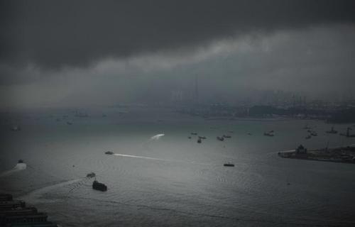 بندر ویکتاوریا که بین جزیره هنگ کنگ و شبه جزیره کولون در هگ کنگ قرار دارد