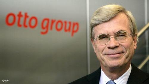 گروه اوتو ۱۲ میلیارد یورو در سال ۲۰۱۵ فروش داشته که نسبت به سال قبل تر از آن چندان تغییری نکرده و سود آن ۷۹ میلیون یورو بوده است. این شرکت توسط ورنر اوتو در سال ۱۹۴۹ تاسیس شد. (عکس: میشائل اوتو)