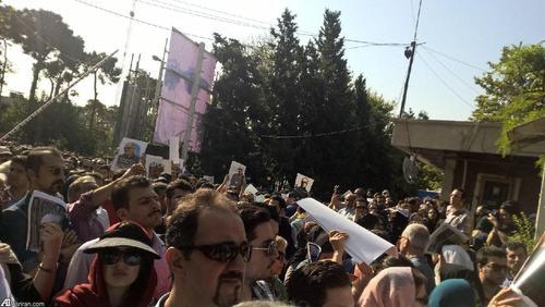 حضور مردم در مراسم بدرقه پیکر عباس کیارستمی/ عکس ارسالی از: علی جنداغی