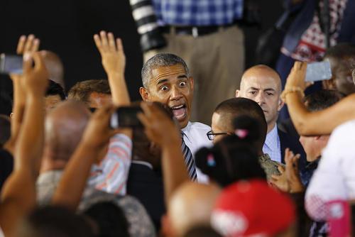 باراک اوباما در دیدار با خانواده های نظامیان آمریکایی در اسپانیا
