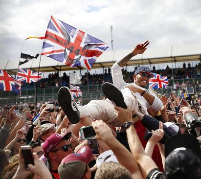 قهرمانی لوییس همیلتون در مسابقات اتومبیلرانی جایزه بزرگ بریتانیا