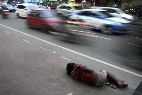 یک خیابان خواب در شهر مدان اندونزی