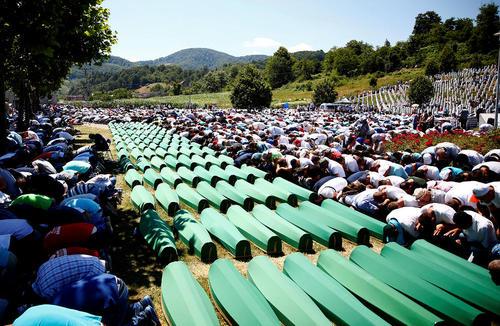 مراسم تدفین 127 قربانی تازه کشف شده کشتار سال 1995 سربرنیتسا – بوسنی