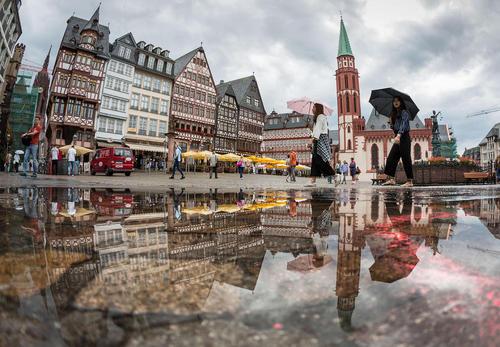 روز بارانی در شهر فرانکفورت آلمان