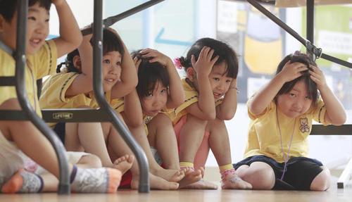 مانور زلزله در یک مهد کودک در شهر سئول