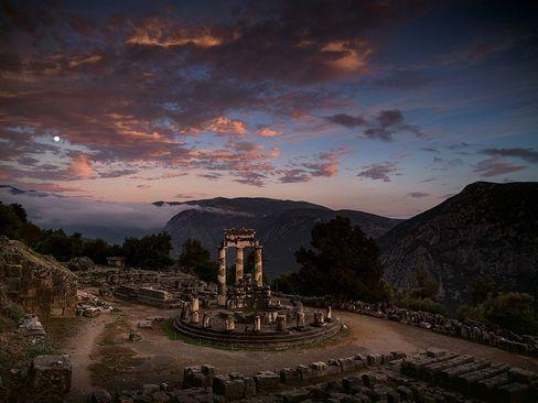 معبد باستانی دلفی در آتن