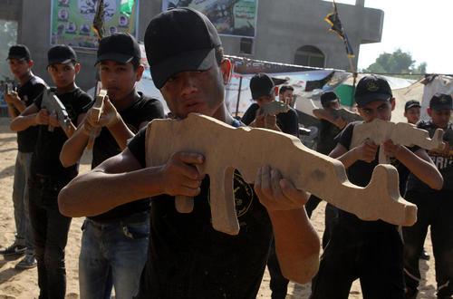 اردوگاه تابستانه آموزش فنون نظامی به دانش آموزان از سوی جنبش جهاد اسلامی فلسطین در خان یونس غزه
