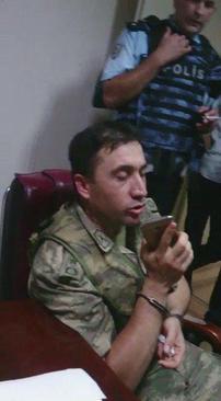 تصویر یکی از فرماندهان کودتا که دستگیر شده است