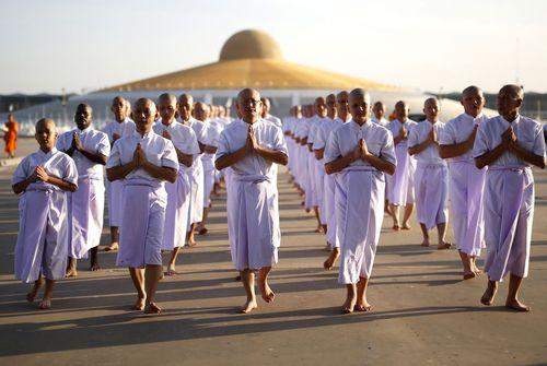 گردهمایی راهبان بودایی از 11 کشور جهان در معبدی در تایلند به مناسبت یک مراسم آیینی سالانه