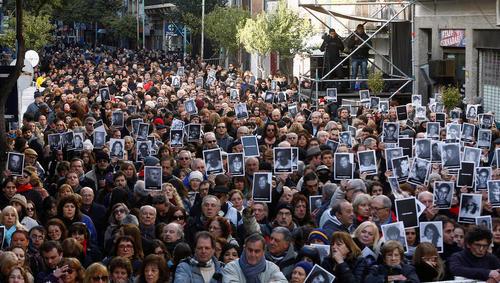 مراسم بیست و دومین سالگرد انفجار ساختمان یهودیان (آمیا) در شهر بوینوس آیرس آرژانتین