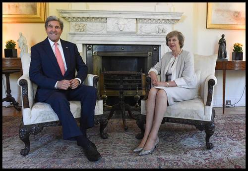 دیدار جان کری وزیر امور خارجه آمریکا با ترزا می نخست وزیر جدید انگلیس در مقر نخست وزیری در لندن