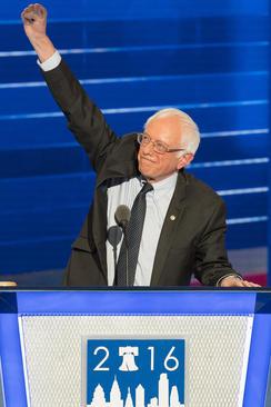سخنرانی برنی سندرز و میشل اوباما در نخستین شب کنوانسیون ملی حزب دموکرات آمریکا در فیلادلفیا