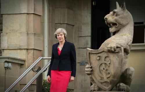 دیدار ترزا می نخست وزیر جدید بریتانیا از شهر بلفاست در ایرلند شمالی
