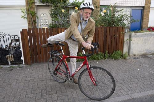 دوچرخه سواری جرمی کوربین رهبر حزب کارگر بریتانیا – لندن