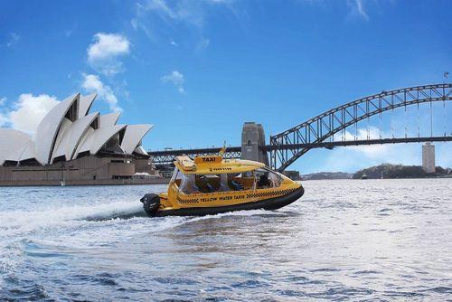 تاکسی تندروی دریایی در بندر سیدنی- استرالیا