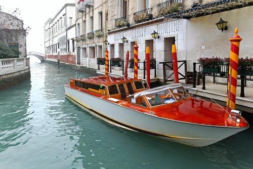 تاکسی قایق در خیابان های آبی ونیز- ایتالیا