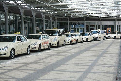 تاکسی های شیک، آئودی، بنز و بی ام و در مونیخ آلمان