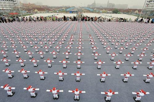 رقص همزمان 1007  روبات و ثبت رکورد جهانی – گینگدائو چین
