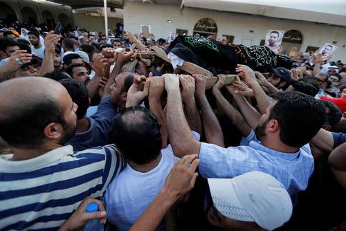 مراسم تشییع پیکر یک زندانی سیاسی در بحرین – منامه