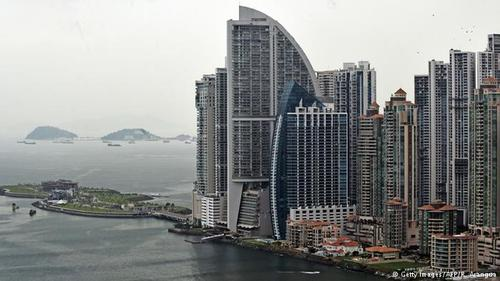 هتل Trump Ocean Club در پاناماسیتی دارای ۷۰۰ آپارتمان مجلل و یک کلوب مخصوص است. این هتل مرتفعترین ساختمان در آمریکای لاتین است و برای فرم منحصربهفردش شهرت دارد. این برج در همسایگی یکی از زاغهنشینهای پاناماسیتی بنا شده و پیدا کردن مستأجر برای آپارتمانهایش کار سادهای نیست. با این حال ترامپ فقط حق انحصاری نامش را به راجر خفیف، مالک این برج، فروخته و به این ترتیب متحمل هیچ ضرر اقتصادی نشده است.