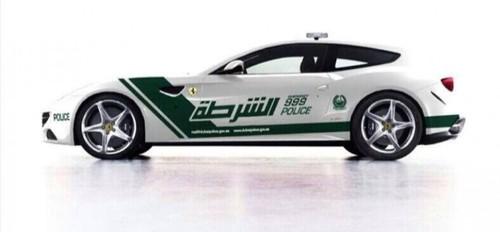 فراری FF  با سرعت 334 کیلومتر در ساعت- پلیس امارات