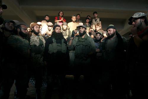 نیروهای شورشی در سوریه پس از کسب پیروزی هایی در حلب در یک آکادمی نظامی در این شهر تجمع کرده اند