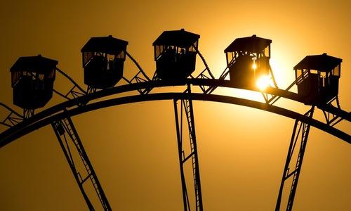 غروب آفتاب در پارک المپیا در شهر مونیخ آلمان