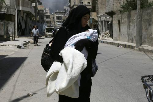شهروندان گریخته از دست داعش در شهر منبیج در شمال سوریه