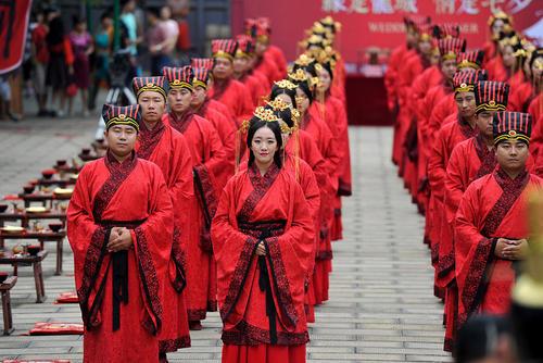 ازدواج دسته جمعی در لباس های سنتی – چین