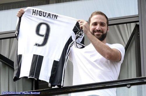 اونزالو هیگوآین بازیکن آرژانتینی یوونتوس که برای پیوستنش 75.3 میلیون یورو پرداخت شده است