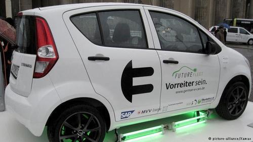 گامی در راه حفظ محیط زیستدر ابتدای هزاره سوم، با عرضه و رواج خودروهای برقی ازنگرانی کارشناسان محیط زیست کاسته شد. از سال ۲۰۰۳ شرکتهایی که عمدتا کوچک بودند هم خودروهایی مجهزبه موتورهای الکتریکی تولید کردند مانند