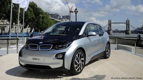 خودروسازان آلمانی مطرحپس از چند سال خودروسازان بزرگ آلمان خودروهای الکتریکی خود را به بازار عرضه کردند. ازسال۲۰۱۳ فولکس واگن E-up و بی ام و i3 در بازار عرضه کرد. آنها بطور قابل توجهی گرانتر از اتومبیلهای معمولی و تعداد آنها نیز محدود بود. به این خاطر تمایل به خرید این خودروها کم بود. درنتیجه این خودروهای الکتریکی فقط ۰/۶ درصد از بازار خودرو آلمان را تشکیل میدادند.