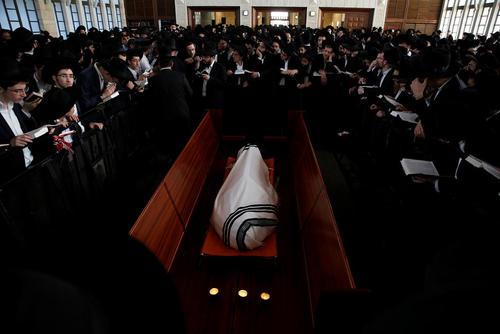مراسم تشییع جنازه یک خاخام یهودی در سرزمین های فلسطینی