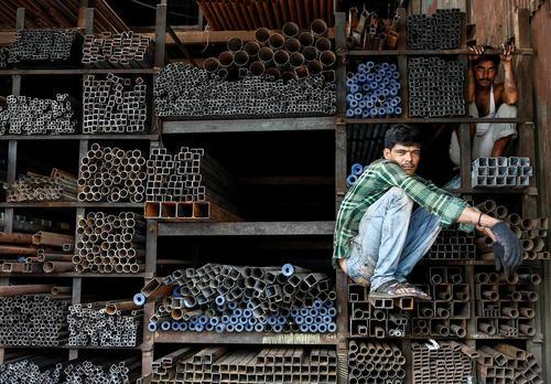 یک مغازه فروش آهن و میلگرد در بمبئی هند