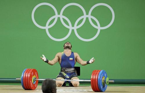کیانوش رستمی با مهار وزنه ۲۱۷ کیلوگرمی در حرکت دو ضرب مدال طلای وزن ۸۵ کیلوگرم را کسب کرد/ رویترز