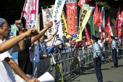 تظاهرات در مقابل نیروگاه هسته ای ایکاتا ژاپن در شهر ماتسویاما علیه از سرگیری فعالیت این نیروگاه