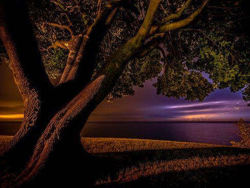 رعد و برق روی دریاچه اونتاریو در کانادا
