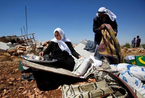 بولدوزرهای ارتش اسراییل خانه یک خانواده فلسطینی را در روستایی در کرانه باختری رود اردن تخریب کردند