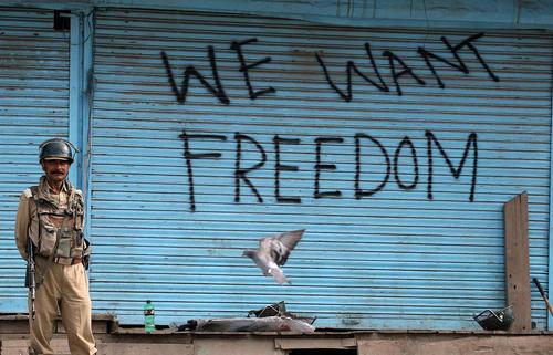 ادامه اعتراضات و حالت فوق العاده در سرینگر کشمیر