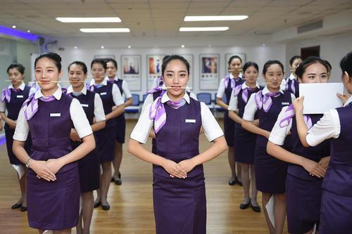 جلسات تمرینی کارآموزان مهمانداری قطار در چین – هانگژو