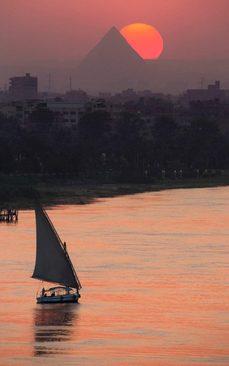 قایق سواری در رود نیل و در غروب شهر قاهره
