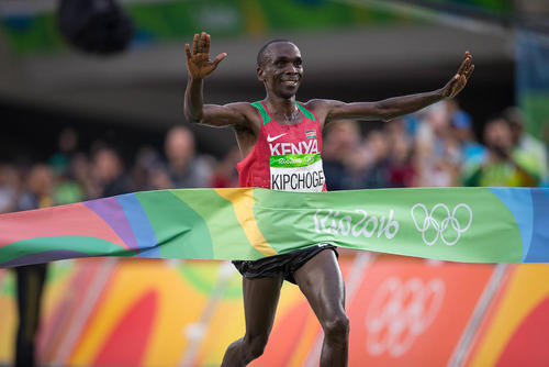 دونده کنیایی برنده مسابقه دو ماراتن در واپسین روز برگزاری مسابقات المپیک ریو
