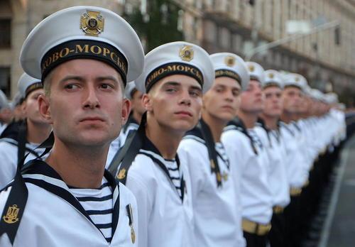 استقرار نیروهای نظامی اوکراین در میدان استقلال شهر کی یف در آستانه برگزاری رژه روز استقلال اوکراین