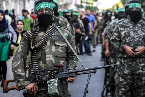 رژه نظامی گردان های عزالدین قسام شاخه نظامی حماس در منطقه رفح در غزه