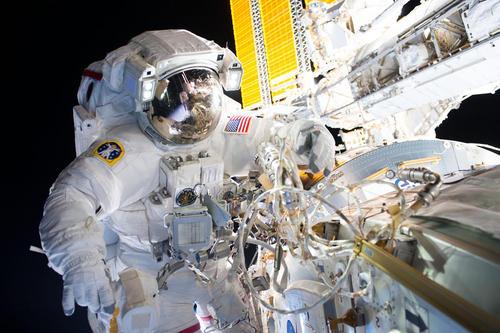 عملیات موفق نصب یک آداپتور جدید در ایستگاه فضایی بین المللی از سوی فضا نوردان ناسا