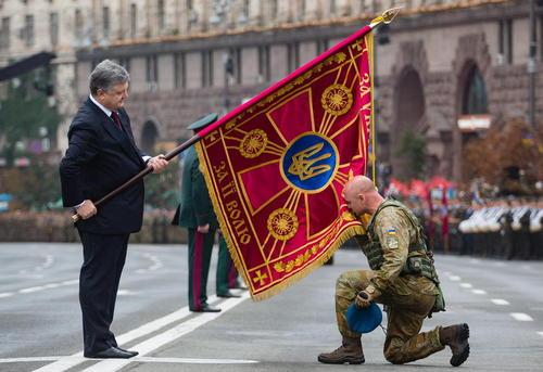 پترو پروشنکو رییس جمهور اوکراین در مراسم بیست و پنجمین سالگرد استقلال اوکراین