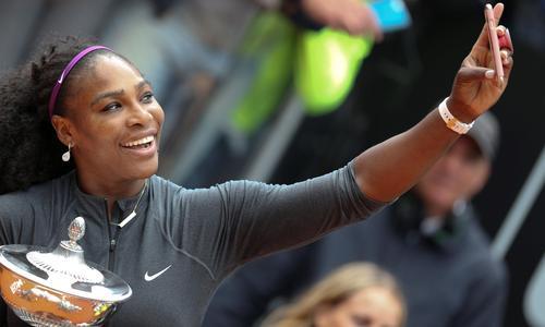 سرینا ویلیامز (آمریکا)/ تنها ورزشکار زن که نامش در جمع ۱۰ ورزشکار برتر پردرآمد المپیکی به چشم میخورد، سرینا ویلیامز، تنیسباز پرسابقه آمریکایی است. درآمد سالانه او بر ۹ / ۲۸ میلیون دلار بالغ میشود. شرکتهای نایکی، ویلسون، آی بی ام و دلتا ایرلاینز از جمله اسپانسرهایی هستند که این تنیسباز ۳۴ ساله با آنها قرارداد دارد.